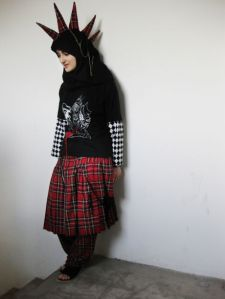 Tesnim Sayar is a Muslim punk. She wears both the headscarf and a mohawk and dreams of living of her own design. And like other supporters of the Muslim punk movement Taqwacore, she sees no contradiction between punk and Islam